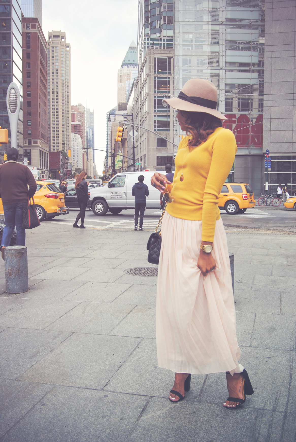 Drew Barrymore Meets Carrie Bradshaw | Live Love & Read | Style Blog